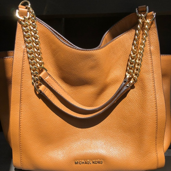 372578d8996d EUC Michael Kors Bag - Chain Tote Newbury Medium. M_5ac8faf900450f97e29d9f6b